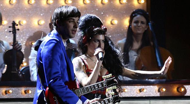 Amy Winehouse and Mark Ronson perform on stage
