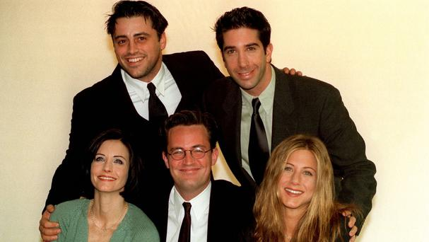 Matt Le Blanc, David Schwimmer, Courteney Cox, Matthew Perry and Jennifer Aniston during some filming in London