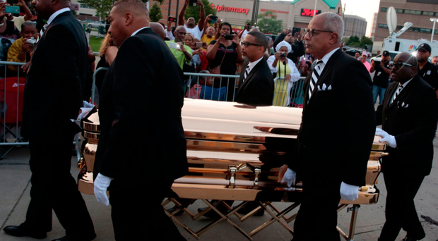 Fans grieve as the coffin of soul singer Aretha Franklin arrives at the Charles H. Wright Museum of African American History in Detroit