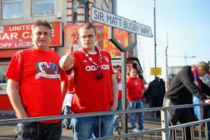 MANCHESTER, ENGLAND - APRIL 01:  A Bayern fan gives the thumbs up ahead of the UEFA Champions League Quarter Final first leg match between Manchester United and FC Bayern Muenchen at Old Trafford on April 1, 2014 in Manchester, England.  (Photo by Michael Regan/Bongarts/Getty Images)