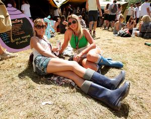 Festival goers Natasha Carter (left), 30, and Jade Elgey, 24, both from Middlesbrough enjoy the hot weather at the Glastonbury Festival, at Worthy Farm in Somerset. PRESS ASSOCIATION Photo. Picture date: Thursday June 25, 2015. Photo credit should read: Yui Mok/PA Wire
