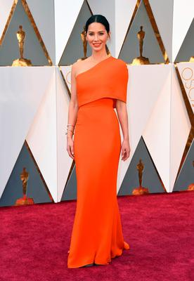 Olivia Munn arrives at the Oscars on Sunday, Feb. 28, 2016, at the Dolby Theatre in Los Angeles. (Photo by Jordan Strauss/Invision/AP)