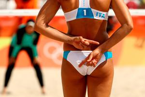 RIO DE JANEIRO, BRAZIL - AUGUST 09: Marta Menegatti of Italy gives signs during the Women's Beach Volleyball Preliminary Pool A match against Nada Meawad and Doaa Elghobashy of Egypt on Day 4 of the Rio 2016 Olympic Games at the Beach Volleyball Arena on August 9, 2016 in Rio de Janeiro, Brazil.  (Photo by Ezra Shaw/Getty Images)