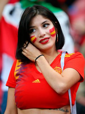 KAZAN, RUSSIA - JUNE 20:  An Spain fan enjoys the pre match atmosphere outside the stadium prior during the 2018 FIFA World Cup Russia group B match between Iran and Spain at Kazan Arena on June 20, 2018 in Kazan, Russia.  (Photo by Alex Livesey/Getty Images)