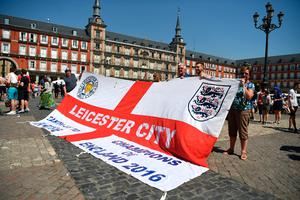 MADRID, SPAIN - APRIL 12:  Leicester City supporters gather in the Plaza Mayor Square prior to the UEFA Champions League Quarter Final first leg match between Club Atletico de Madrid and Leicester City at Vicente Calderon Stadium on April 12, 2017 in Madrid, Spain.  (Photo by Michael Regan/Getty Images)