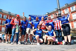 MADRID, SPAIN - APRIL 12: Leiceter City and Atletico Madrid supporters gather in the Plaza Mayor Square prior to the UEFA Champions League Quarter Final first leg match between Club Atletico de Madrid and Leicester City at Vicente Calderon Stadium on April 12, 2017 in Madrid, Spain.  (Photo by Michael Regan/Getty Images)