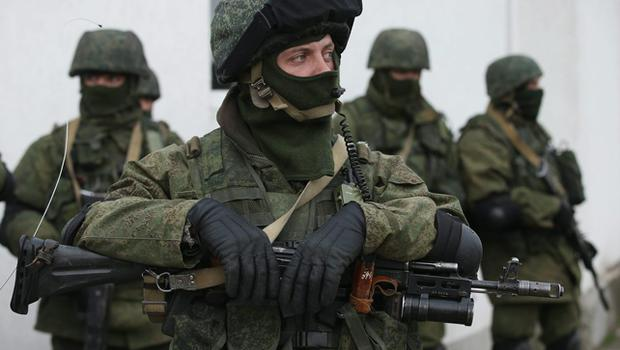 Soldiers who were among several hundred that took up positions around a Ukrainian military base stand near the base's periphery in Crimea on March 2, 2014 in Perevalne, Ukraine. Photo Sean Gallup/Getty Images