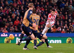 Stoke City's Spanish striker Mato Joselu (R) attempts an unsuccessful shot on goal during the English Premier League football match between Stoke City and Arsenal at the Britannia Stadium in Stoke-on-Trent, central England on January 17, 2016.