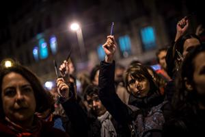 BARCELONA, SPAIN - JANUARY 07:  People hold pencils up during a gathering of people showing their support for the victims of the terrorist attack at French magazine Charlie Hebdo, in front of the Consulate of France on January 7, 2015 in Barcelona, Spain. Twelve people were killed, including two police officers, as two gunmen opened fire at the magazine offices of Charlie Hebdo in Paris, France.   (Photo by David Ramos/Getty Images)