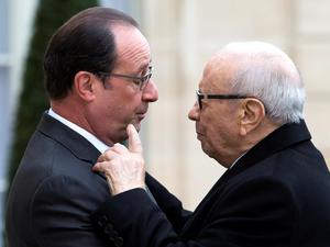 French President Francois Hollande, left, welcomes Tunisia's President Beji Caid Essebsi at the Elysee Palace in Paris, France, Saturday Nov. 14 , 2015. (AP Photo/Jacques Brinon)