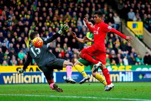 NORWICH, ENGLAND - JANUARY 23:  Roberto Firmino of Liverpool scores his team's third goal during the Barclays Premier League match between Norwich City and Liverpool at Carrow Road on January 23, 2016 in Norwich, England.  (Photo by Clive Mason/Getty Images)