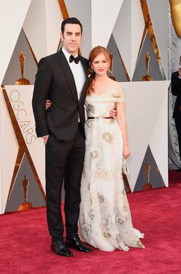 HOLLYWOOD, CA - FEBRUARY 28:  Actors Sacha Baron Cohen (L) and Isla Fisher attend the 88th Annual Academy Awards at Hollywood & Highland Center on February 28, 2016 in Hollywood, California.  (Photo by Jason Merritt/Getty Images)