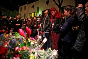 LONDON, ENGLAND - JANUARY 11:  Members of public gather and lay flowers by a mural of David Bowie in Brixton on January 11, 2016 in London, England. British music and fashion icon David Bowie died earlier today at the age of 69 after a battle with cancer.  (Photo by Carl Court/Getty Images)