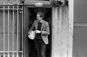 PACEMAKER BELFAST     AUGUST 1985 MARTIN McGUINNESS LEAVING CRUMLIN ROAD JAIL AFTER SERVING SENTENCE FOR FAILURE TO PAY FINES. 1042/85/BW