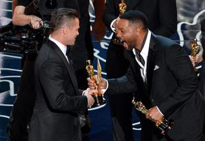 Actor/producer Brad Pitt (L) accepts the Best Picture award for '12 Years a Slave' from actor Will Smith onstage during the Oscars at the Dolby Theatre on March 2, 2014 in Hollywood, California.  (Photo by Kevin Winter/Getty Images)