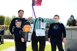 Enjoying the sunshine are P5s Philip and James with Mr Thompson from Kilbroney IPS. Picture by Darren Kidd / Press Eye.
