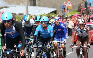 Pacemaker Belfast 11-05-14 Giro D'Italia (Armagh-Dublin Stage) 2014 Day 3 of the Giro D'Italia as the riders and teams stream through the sleepy village of Hamiltonsbawn on the Armagh to Dublin Stage.  Photo by David Maginnis/Pacemaker Press
