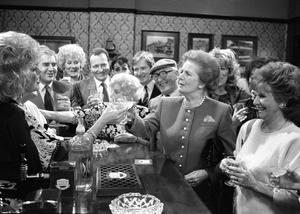 Library filer dated 26/1/1990 of Margaret Thatcher toasting Julie Goodyear and the cast of Coronation Street when she visited the Rovers Return at Granada Television Studios in Manchester. PRESS ASSOCIATION Photo. Issue date: Monday April 8, 2013. Baroness Thatcher died this morning following a stroke, her spokesman Lord Bell said. See PA story DEATH Thatcher. Photo credit should read: PA/PA Wire