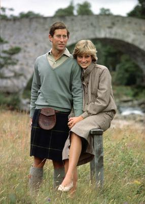 BALMORAL, UNITED KINGDOM - AUGUST 19: Prince Charles And Princess Diana Holding Hands And Smiling As They Pose During A Honeymoon Photocall By The River Dee. The Princess Is Wearing A Tweed Suit Designed By Bill Pashley With A Pair Of Cream Shoes From The Chelsea Cobbler.