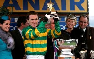 Tony McCoy celebrates winning the Ryanair Chase on Uxizandre alongside trainer Alan King (far right) and other connections, on St Patrick's Day during the Cheltenham Festival at Cheltenham Racecourse. PRESS ASSOCIATION Photo. Picture date: Thursday March 12, 2015. See PA story RACING Cheltenham. Picture credit should read: David Davies/PA Wire. RESTRICTIONS: Editorial Use only, commercial use is subject to prior permission from The Jockey Club/Cheltenham Racecourse. Call +44 (0)1158 447447 for further information.