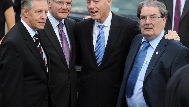 29/9/2010. Former President of the United States Bill Clinton departs Magee College to cheers from students eager to catch a glimpse of the world statesman as he posed with First Minister and Deputy First Minister Peter Robinson and Martin McGuinness alongside John Hume. Picture: Charles McQuillan/Pacemaker.