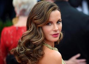 Kate Beckinsale arrives at the 2015  Metropolitan Museum of Art's Costume Institute Gala benefit in honor of the museums latest exhibit China: Through the Looking Glass  May 4, 2015 in New York.      AFP PHOTO /  TIMOTHY  A. CLARYTIMOTHY A. CLARY/AFP/Getty Images