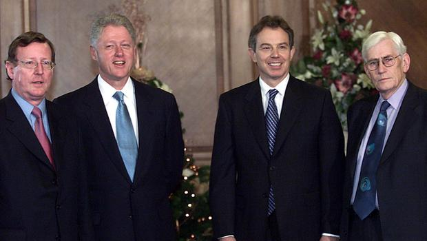 PACEMAKER BELFAST 13/12/2000   US President Bill Clinton pictured posing for their official photograph before their crunch talks this morning with Prime Minister Tony Blair and First and Deputy First ministers David Trimble and Seamus Mallon during his visit to Stormont this morning.