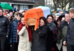 Bernadette McGuinness (R) carries the coffin of her late husband Martin McGuinness on March 21, 2017 in Derry, Northern Ireland. (Photo by Charles McQuillan/Getty Images)