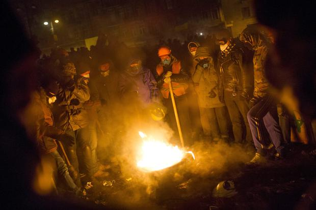 KIEV, UKRAINE - JANUARY 23: Protestors gather around a fire during a stand off with police on January 23, 2014 in Kiev, Ukraine. Talks to resolve the political stalemate in the Ukraine have failed as anti-government protests continue in the capital and opposition leader Vitali Klitschko urges the government to call a snap election. (Photo by Rob Stothard/Getty Images)