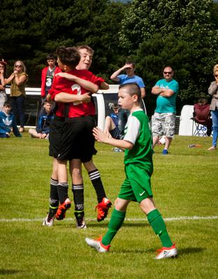 Foyle Harps defender Aaron McLaughlin remonstrates with his defence as two Arklow players celebrate the opening score in Thursday's Hughes Insurance Foyle Cup game at Lisnagelvin, Derry. FC04-M1-03
