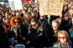 People gather to demonstrate against Iceland's prime minister, in Reykjavik on Monday April 4, 2016. Iceland's prime minister Sigmundur David Gunnlaugsson insisted Monday he would not resign after documents leaked in a media investigation allegedly link him to an offshore company that could represent a serious conflict of interest, according to information leaked from a Panamanian law firm at the center of an international tax evasion scheme. (AP Photo/Brynjar Gunnarsson)