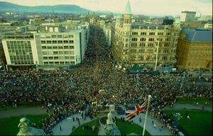 Strikes/Protests:Loyalist, Anti Anglo Irish Agreement protest meeting at Belfast City Hall. 'Ulster Says No'. 23/11/1985