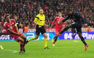 MUNICH, GERMANY - APRIL 09:  Patrice Evra of Manchester United scores his goal during the UEFA Champions League Quarter Final second leg match between FC Bayern Muenchen and Manchester United at Allianz Arena on April 9, 2014 in Munich, Germany.  (Photo by Shaun Botterill/Getty Images)