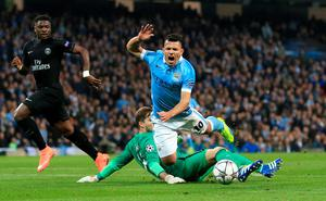 Manchester City's Sergio Aguero is fouled by Paris Saint-Germain goalkeeper Kevin Trapp to win his side a penalty during the UEFA Champions League Quarter Final, Second Leg match at the Etihad Stadium, Manchester. Nigel French/PA Wire