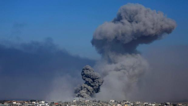 Smoke from the explosion of an Israeli strike rises over Gaza City,  Tuesday,  July 29, 2014.  (AP Photo/Hatem Moussa)