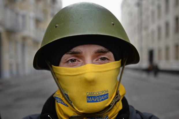 KIEV, UKRAINE - FEBRUARY 22: Anti - government protestors guard the streets next to the Presidential offices on February 22, 2014 in Kiev, Ukraine. The offices of Ukrainian President Viktor Yanukovych have been left unguarded, with the protesters in full control of the streets surrounding the government district. The opposition have called for elections to take place on May 25 and demanded that President Yanukovych stand down immediately. (Photo by Jeff J Mitchell/Getty Images)
