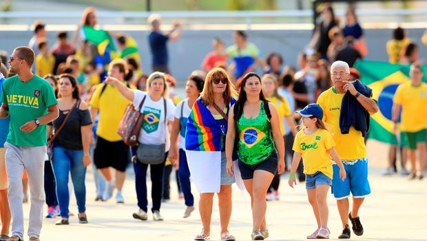 People make their way to the opening ceremony of the 2016 Rio Paralympic Games at the Maracana, Brazil. PRESS ASSOCIATION Photo. Picture date: Wednesday September 7, 2016. Photo credit should read: Adam Davy/PA Wire. EDITORIAL USE ONLY