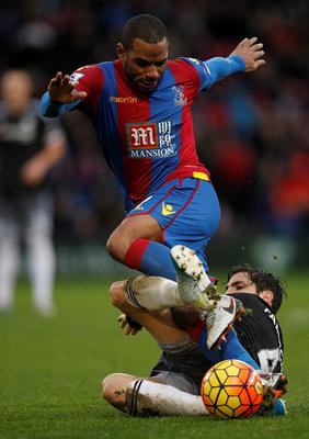 Chelsea's Spanish midfielder Cesc Fabregas (R) slide tackles Crystal Palace's English midfielder Jason Puncheon during the English Premier League football match between Crystal Palace and Chelsea at Selhurst Park in south London on January 3, 2016. AFP PHOTO / ADRIAN DENNIS  RESTRICTED TO EDITORIAL USE. NO USE WITH UNAUTHORIZED AUDIO, VIDEO, DATA, FIXTURE LISTS, CLUB/LEAGUE LOGOS OR 'LIVE' SERVICES. ONLINE IN-MATCH USE LIMITED TO 75 IMAGES, NO VIDEO EMULATION. NO USE IN BETTING, GAMES OR SINGLE CLUB/LEAGUE/PLAYER PUBLICATIONS.ADRIAN DENNIS/AFP/Getty Images