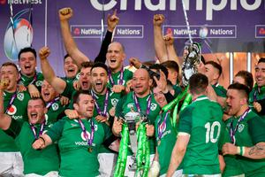 LONDON, ENGLAND - MARCH 17: Rory Best of Ireland celebrates with The NatWest Six Nations trophy during the NatWest Six Nations match between England and Ireland at Twickenham Stadium on March 17, 2018 in London, England.  (Photo by Dan Mullan/Getty Images)