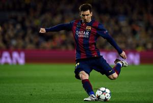 Barcelona's Argentinian forward Lionel Messi kicks a ball during the UEFA Champions League round of 16 football match FC Barcelona vs Manchester City at the Camp Nou stadium in Barcelona on March 18, 2015. AFP PHOTO / LLUIS GENELLUIS GENE/AFP/Getty Images