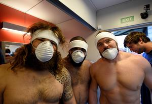 TOPSHOTS Italy's prop Martin Castrogiovanni (L) and flanker Samuela Vunisa (C) pose before entering a cryotherapy chamber at the University of Surrey in Guildford, south England on September 16, 2015 2015 aheard of the Rugby Union World Cup which begins on September 18.  AFP PHOTO / FRANCK FIFE RESTRICTED TO EDITORIAL USEFRANCK FIFE/AFP/Getty Images