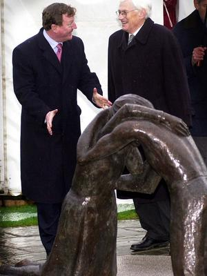 PACEMAKER BELFAST 7/11/00 First Minister David Trimble and Dep. First Minister Seamus Mallon enjoy a joke after they unvailed the new peace statue at stormont today. The statue was donated by Coventary Cathedril and is a replica of ones in Berlin and Hiroshema.