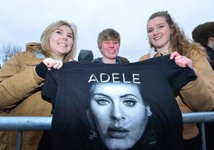 PACEMAKER BELFAST  29/02/2016 Fans of Adele(L-R) Niamh Murphy,Brianna O'Grady and Meadbh O'Grady from Belfast patiently waiting to get into the SSE arena in Belfast for this evenings opening night of her World Tour. Picture By: Arthur Allison/Pacemaker Press