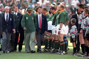 File photo dated 24/06/1995 of Nelson Mandela walks past Francois Pienaar in the line up before the Rugby World Cup Final in Johannesburg's Ellis Park. PRESS ASSOCIATION Photo. Issue date: Thursday December 6, 2013. They say sport and politics should never mix, but they have seldom been entwined so tightly and with such evident affection as they were on a sunny day in Johannesburg on June 24 1995, when Nelson Mandela presented the Webb Ellis Trophy to Francois Pienaar. See PA story SPORT Mandela. Photo credit should read: John Stilwell/PA Wire.