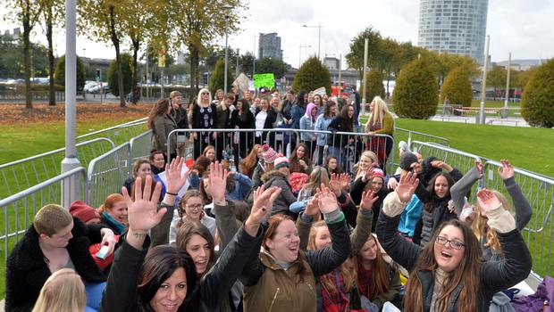 PACEMAKER BELFAST  20/10/2015  One DirectionÕs current On The Road Again world tour hits Belfast. Harry Styles, Liam Payne, Louis Tomlinson and MullingarÕs own Niall Horan will take to the stage at the SSE Arena in Belfast from Tuesday 20 Ð Thursday 22 October 2015. Fans pictured outside the SSE Arena in Belfast for the first of 3 concerts tonight. Picture By: Pacemaker Press