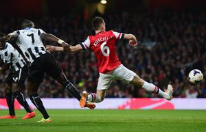 LONDON, ENGLAND - APRIL 28:  Laurent Koscielny of Arsenal (6) evades Moussa Sissoko of Newcastle United United to score their first goal during the Barclays Premier League match between Arsenal and Newcastle United at Emirates Stadium on April 28, 2014 in London, England.  (Photo by Jamie McDonald/Getty Images)