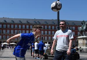 A Leicester City supporter heads a ball on Plaza Mayor before the UEFA Champions League quarter final first leg football match Club Atletico de Madrid vs Leicester City, in Madrid on April 12, 2017. / AFP PHOTO / CURTO DE LA TORRECURTO DE LA TORRE/AFP/Getty Images