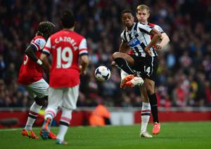 LONDON, ENGLAND - APRIL 28:  Loic Remy of Newcastle United controls the ball from Per Mertesacker of Arsenal as Bacary Sagna (L) and Santi Cazorla (2L) look on during the Barclays Premier League match between Arsenal and Newcastle United at Emirates Stadium on April 28, 2014 in London, England.  (Photo by Jamie McDonald/Getty Images)
