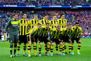 LONDON, ENGLAND - MAY 25:  The Borussia Dortmund team line up ahead of the UEFA Champions League final match between Borussia Dortmund and FC Bayern Muenchen at Wembley Stadium on May 25, 2013 in London, United Kingdom.  (Photo by Laurence Griffiths/Getty Images)
