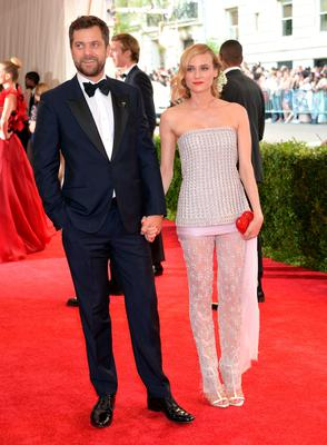 """Joshua Jackson, left, and Diane Kruger arrive at The Metropolitan Museum of Art's Costume Institute benefit gala celebrating """"China: Through the Looking Glass"""" on Monday, May 4, 2015, in New York. (Photo by Evan Agostini/Invision/AP)"""